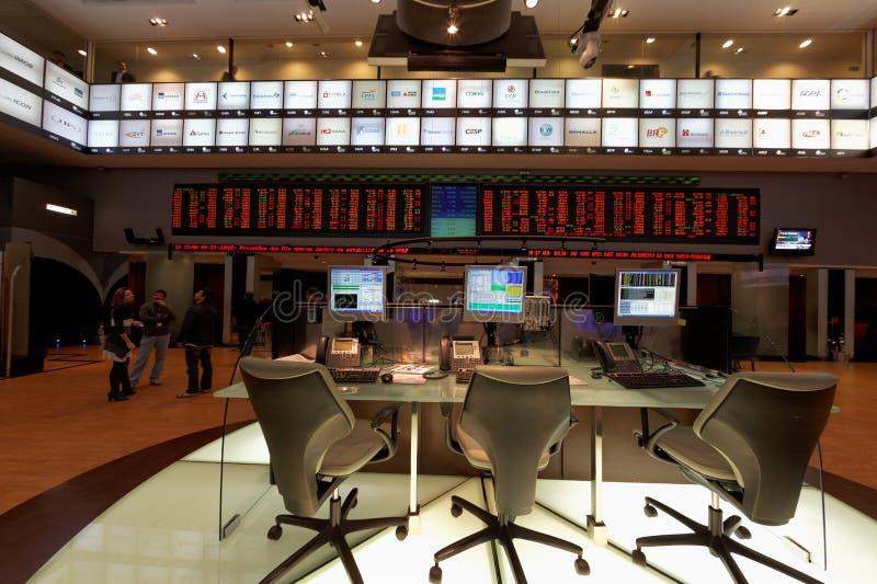 Los paneles comerciales en el mercado de bolsa brasileño de Bovespa foto de archivo libre de regalías