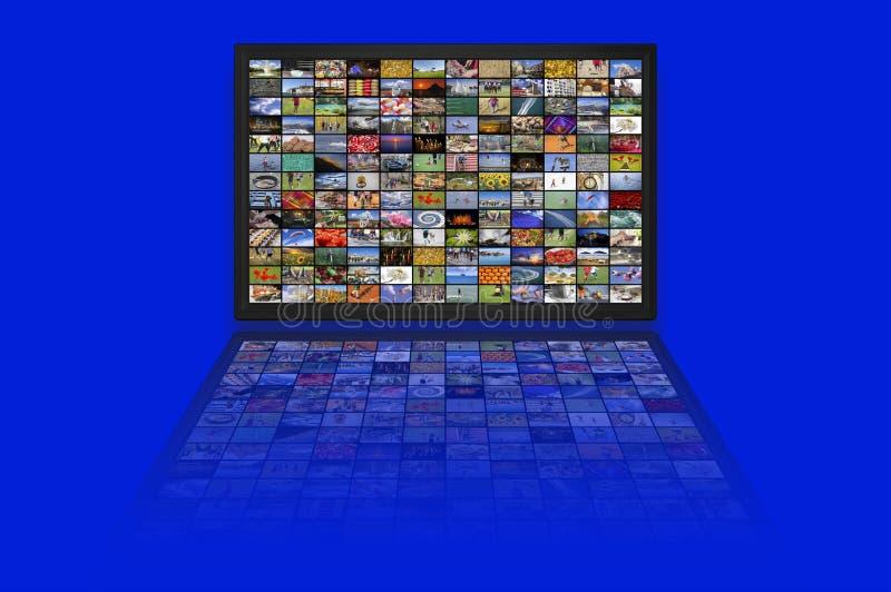 Los paneles del LCD TV como pared video con imágenes coloridas fotos de archivo libres de regalías