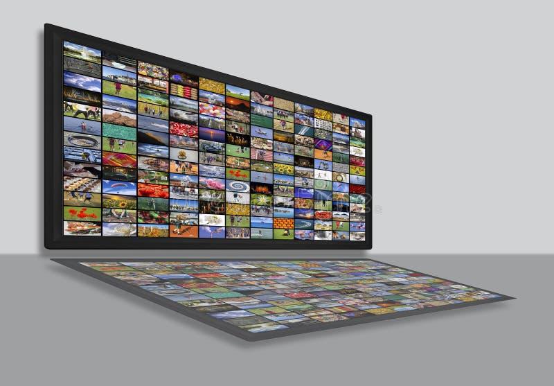 Los paneles del LCD TV como pared video con imágenes coloridas fotografía de archivo libre de regalías