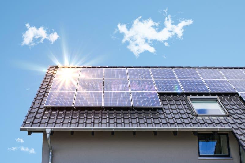 Los paneles fotovoltaicos fotografía de archivo libre de regalías