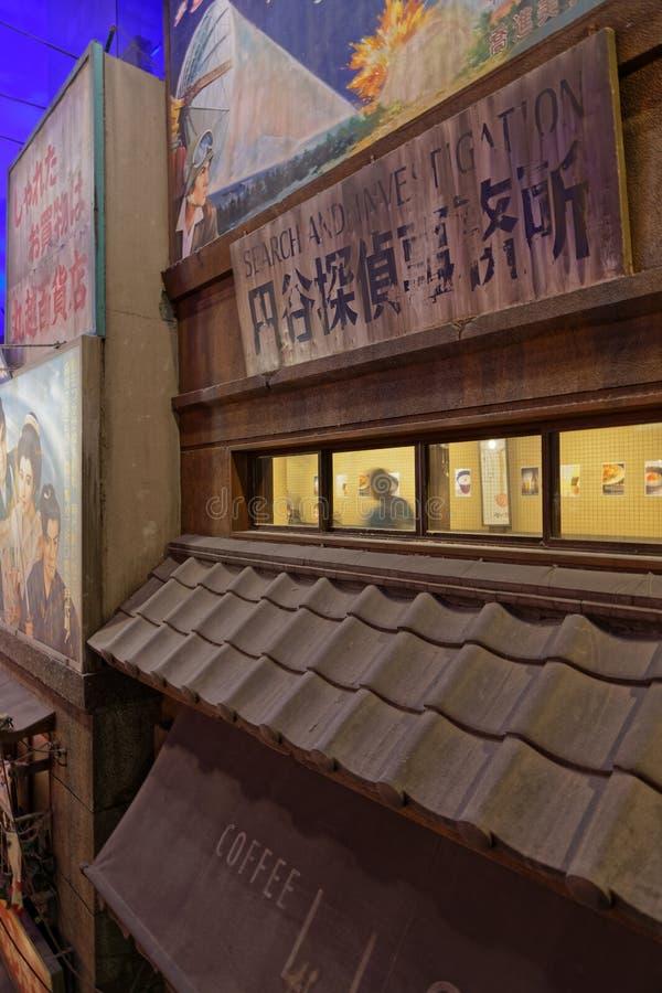 Los paneles viejos en los tejados en museo de los Ramen de Shin-Yokohama imagen de archivo