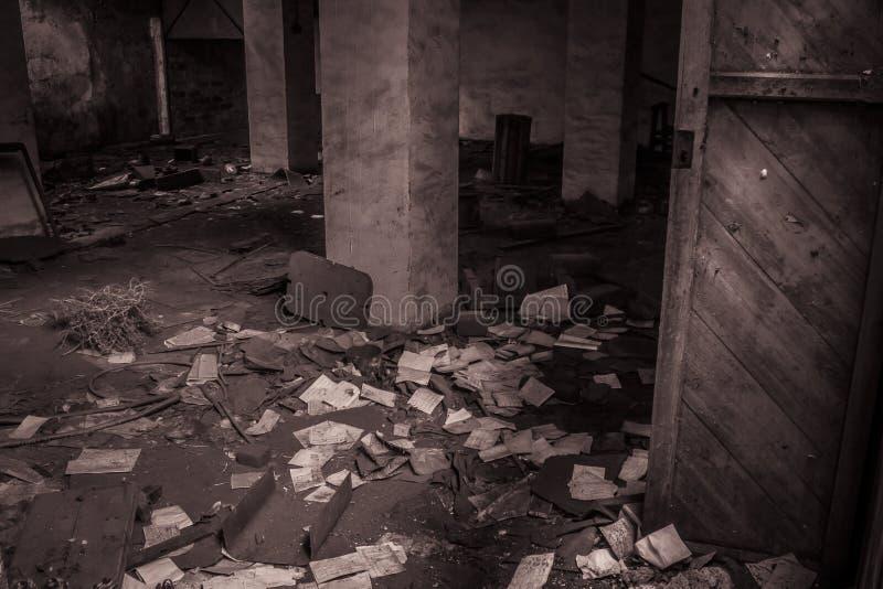 Los papeles abandonaron la fábrica foto de archivo