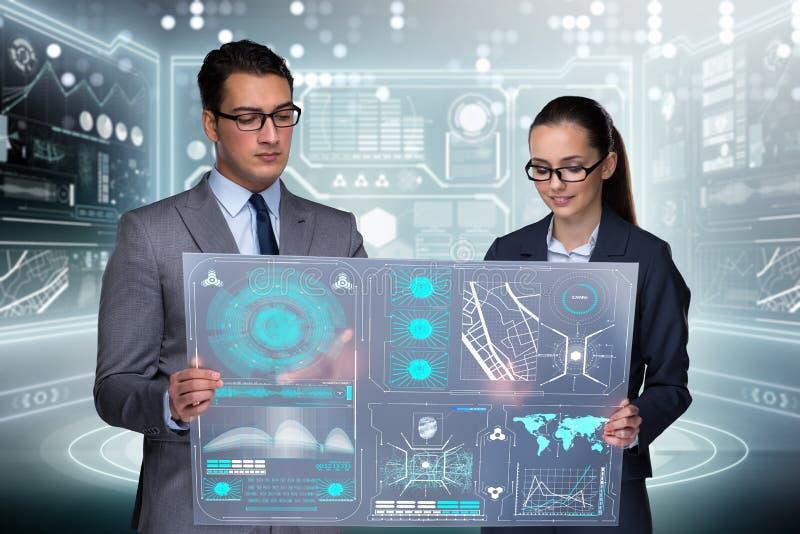 Los pares de hombre de negocios y de empresaria que discuten datos stock de ilustración