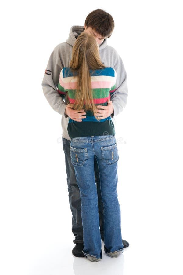 Los pares jovenes felices aislados en un blanco imagen de archivo