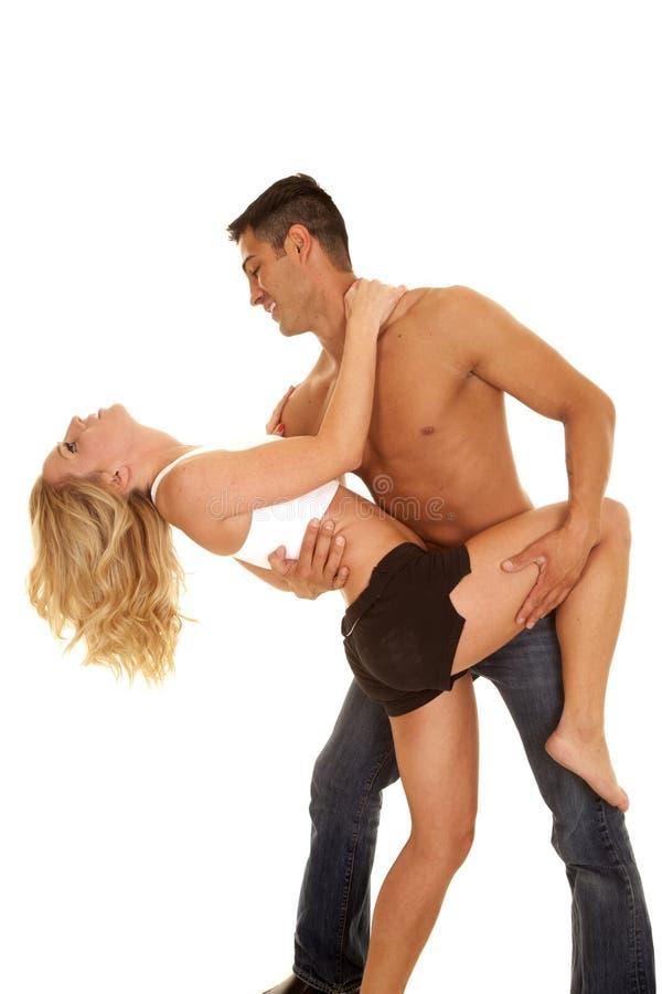 Los pares no sirven ningún magro de la danza de la camisa ella detrás imagenes de archivo