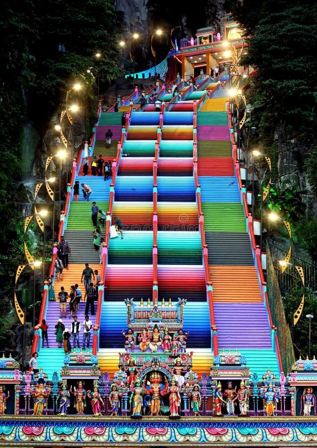 Los pasos coloridos en Batu Caces, Mlaysia imágenes de archivo libres de regalías