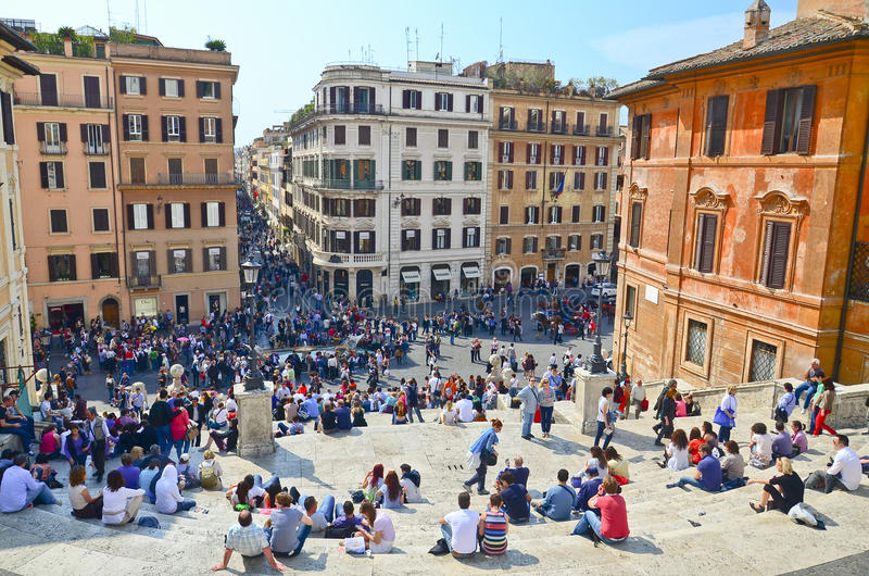 Los pasos de progresión españoles, vistos de plaza imagen de archivo