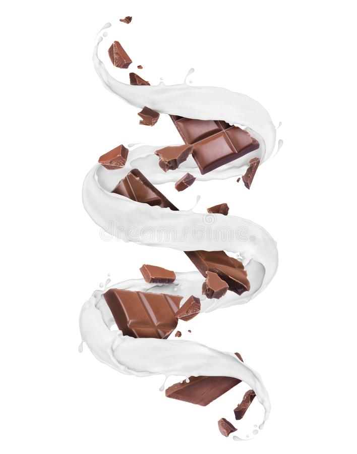 Los pedazos de barra de chocolate con leche que remolina salpican, aislado en un fondo blanco fotos de archivo