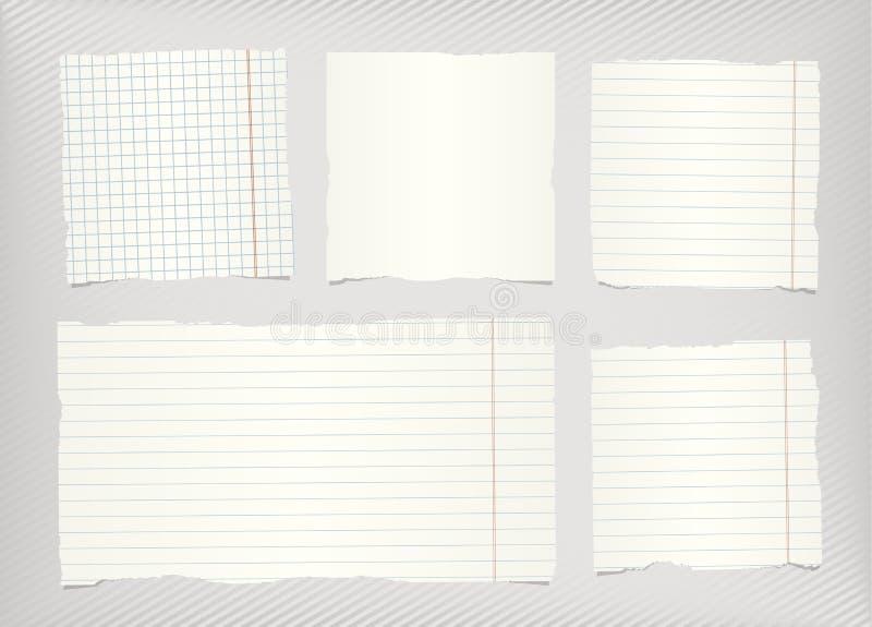 Los pedazos de blanco rasgado alineado, papel en blanco ajustado del cuaderno sticked en fondo diagonal rayado gris stock de ilustración