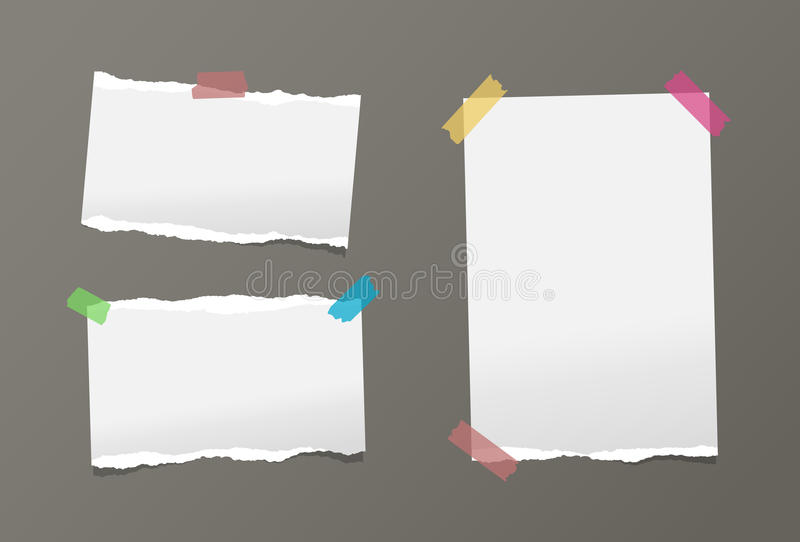 Los pedazos de nota blanca rasgada, tarjeta, cuaderno, hojas de papel del cuaderno se pegaron con la cinta pegajosa colorida en f stock de ilustración