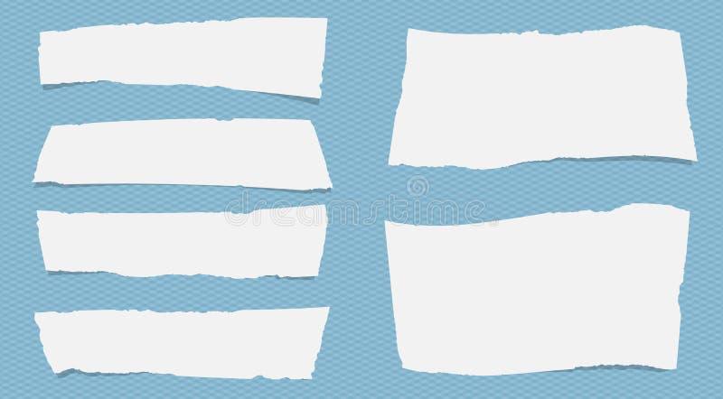 Los pedazos de papel de nota blanco rasgado con el espacio de la copia sticked en modelo azul ajustado stock de ilustración