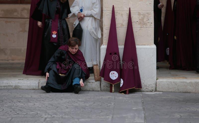 Los Penitents esperan el comienzo de su semana santa de Pascua en Mallorca fotografía de archivo libre de regalías