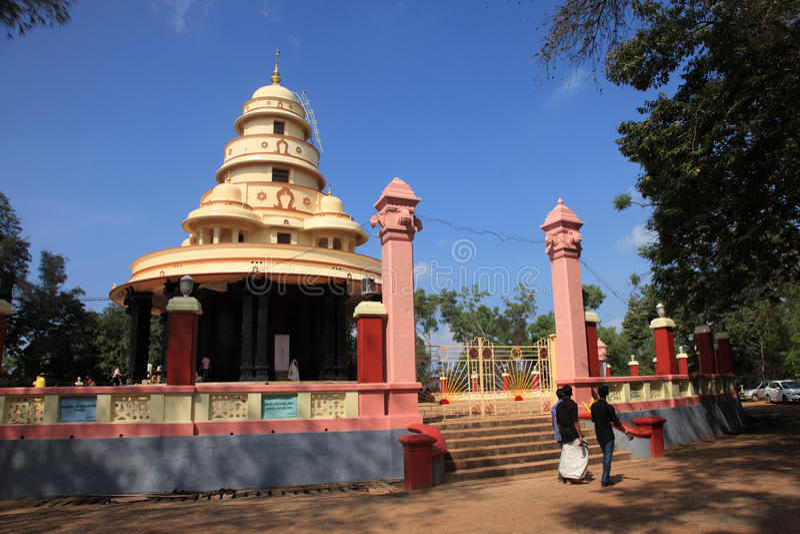 Los peregrinos visitan la tumba de Sree Narayana Guru fotos de archivo