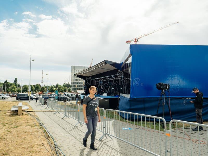Los periodistas que preparan los medios de comunicación presionan el área para un evento imagen de archivo