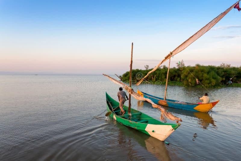 Los pescadores del lago Victoria van a trabajar imagen de archivo libre de regalías
