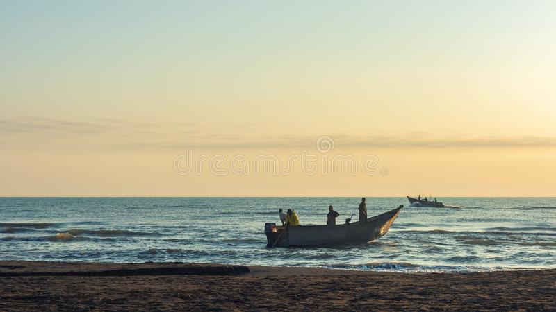 Los pescadores se están preparando para ir al mar foto de archivo libre de regalías