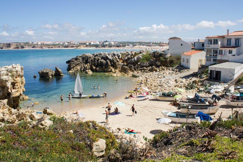 Los pescadores varan, Baleal, Peniche, Portugal imagenes de archivo