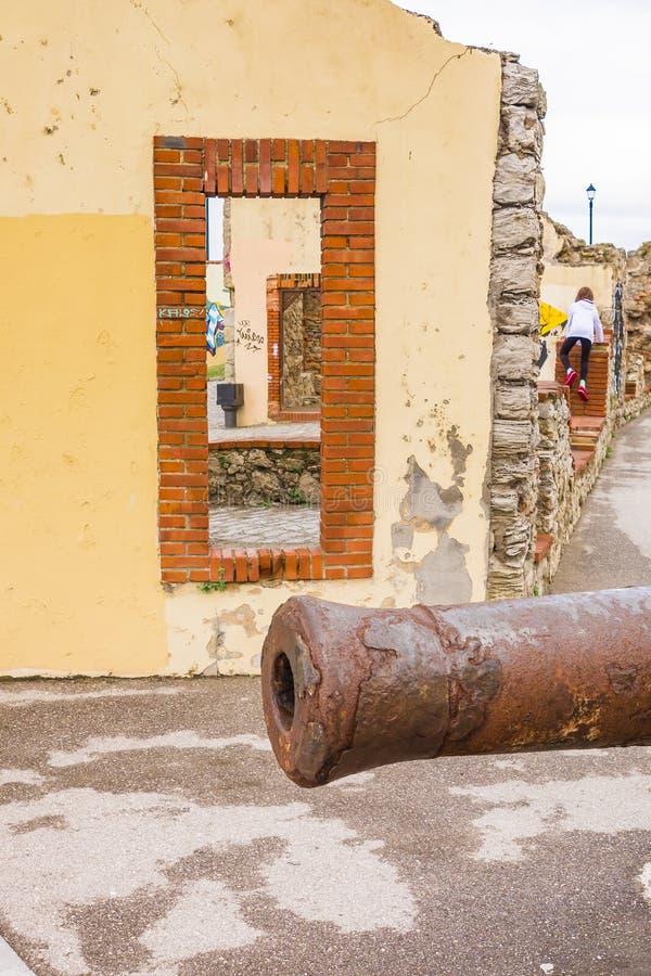 Los pescados contienen con el cañón Gijón España fotografía de archivo libre de regalías