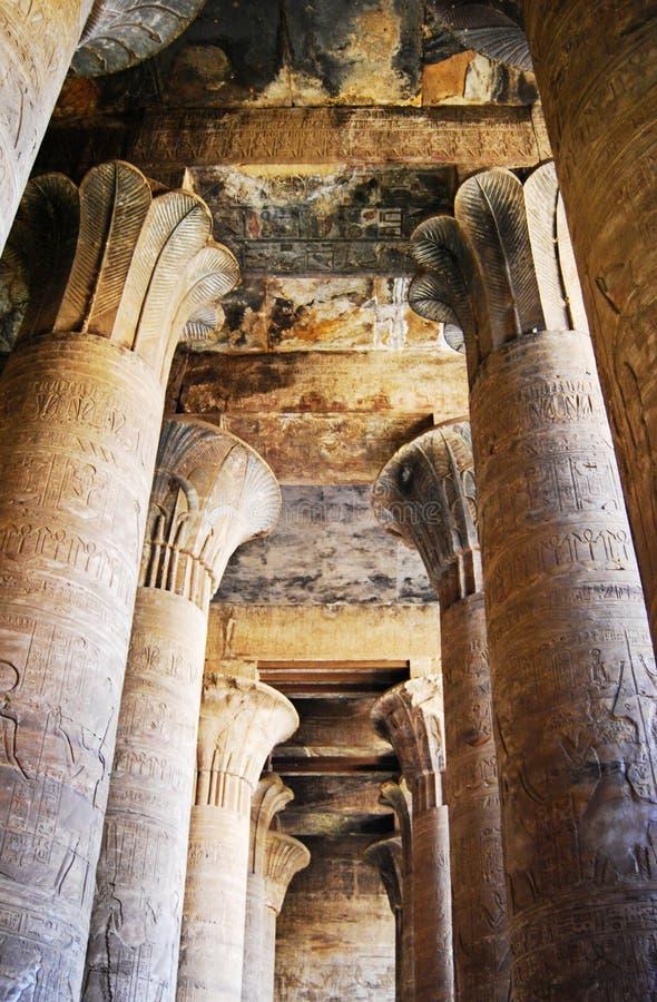 Los pilares en el templo de Edfu, Nubia, Egipto fotos de archivo