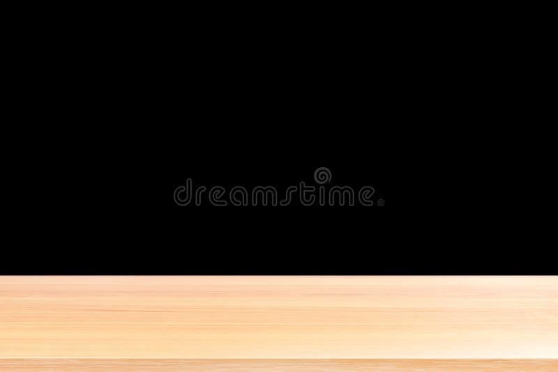 Los pisos de madera y el fondo negro, el tablero de tabla de madera vacío en frente aislaron el fondo negro, espacio en blanco de imagen de archivo
