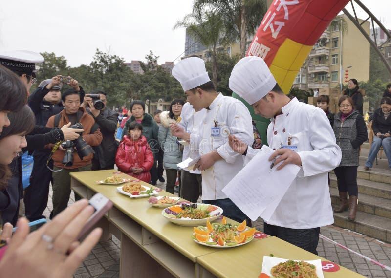 Los platos y el grado del gusto del cocinero imagen de archivo libre de regalías