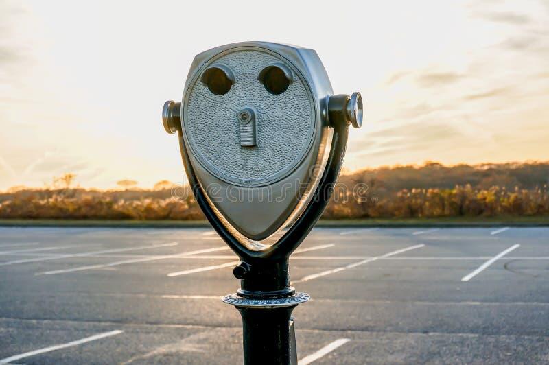 Los prismáticos turísticos en Montauk señalan el faro Hamptons Nueva York foto de archivo libre de regalías