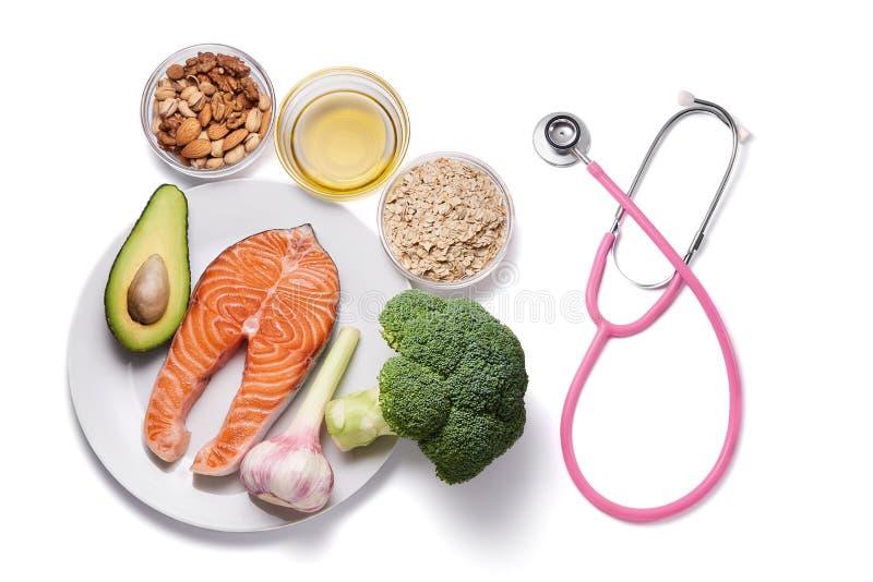 Los productos alimenticios sanos del corazón aislaron imagen de archivo libre de regalías