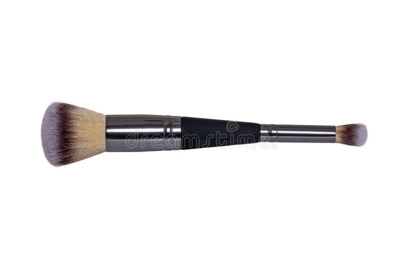 Los productos cosméticos aislaron Primer de un nuevo cepillo profesional negro y de plata del maquillaje aislado en el fondo blan imágenes de archivo libres de regalías