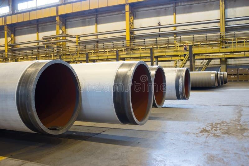Los productos instalan tubos la planta del balanceo, tuberías del diámetro grande imágenes de archivo libres de regalías