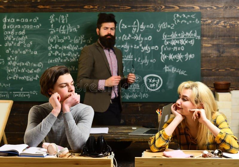 Los profesores particulares profesionales son expertos en su contenido académico Los estudiantes nunca procrastinan la sesión pre fotos de archivo libres de regalías