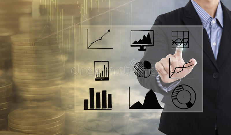 Los puntos de la mano del hombre de negocios al gráfico de negocio financian estrategia fotografía de archivo