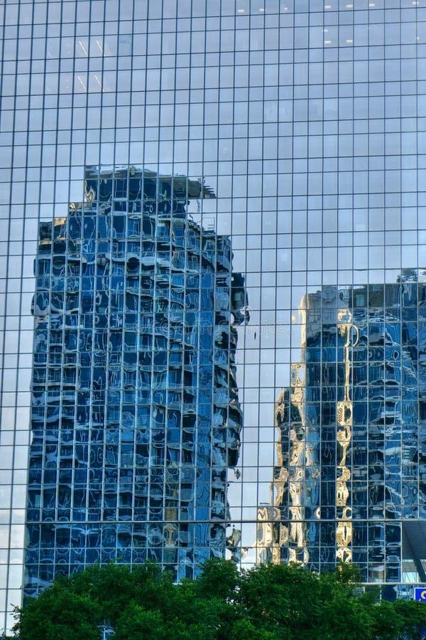 Los rascacielos de Toronto, Canadá reflejaron en el edificio de cristal imagen de archivo libre de regalías