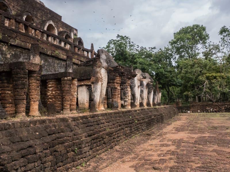 Los rastros de historia de las naciones Tailandia, ruinas, creen de buddhism fotografía de archivo