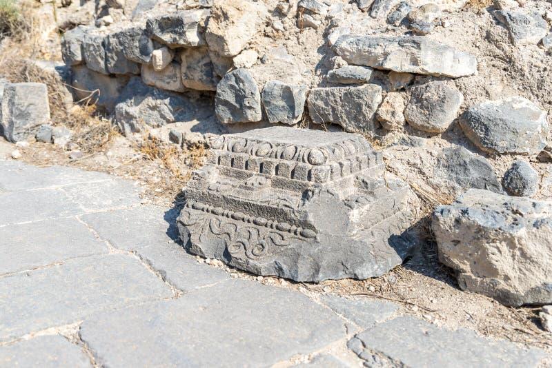 Los restos de la columna en las ruinas del Griego - ciudad romana del siglo III A.C. - el ANUNCIO del siglo VIII Hippus - Susita  foto de archivo