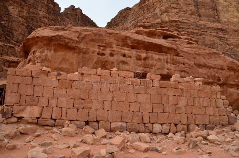 Los restos de Lawrence House, Wadi Rum, Jordania imagenes de archivo
