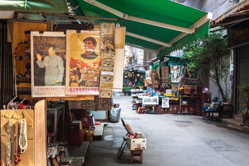 Los retratos de Mao del presidente del vintage en Lascar superior reman el mercado de las antigüedades, Hong Kong fotos de archivo