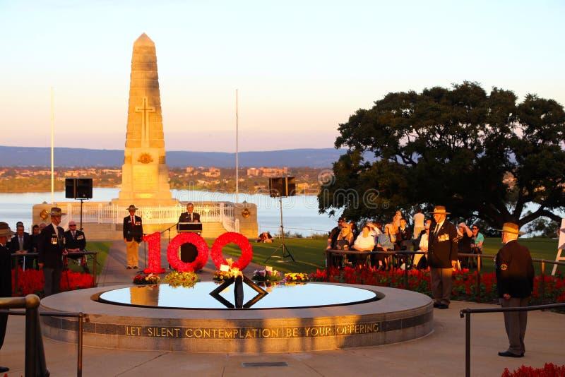Los reyes conmemorativos de Perth parquean el 100o servicio de la oscuridad de ANZAC imágenes de archivo libres de regalías