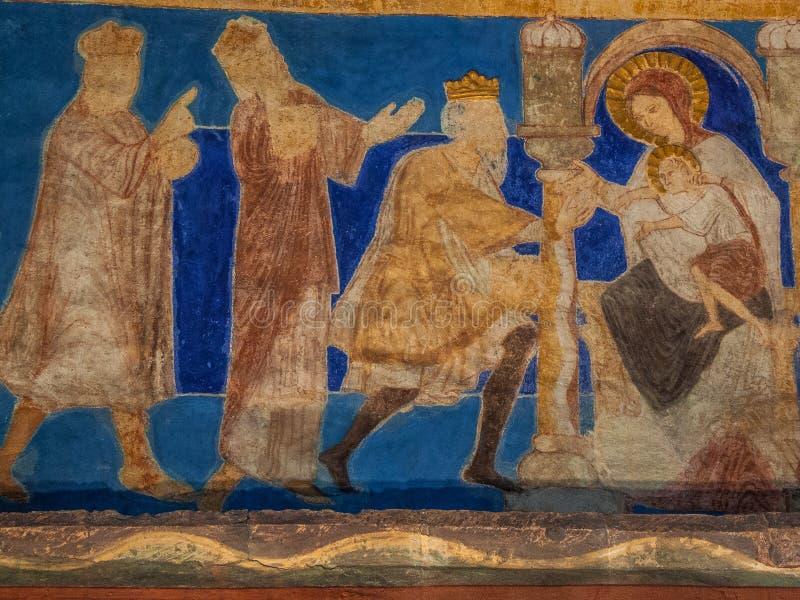 Los reyes santos traen sus regalos al niño de Cristo fotografía de archivo