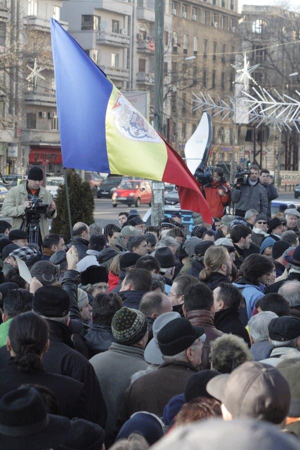Los rumanos protestan para el 3ro d?a contra el gobierno foto de archivo libre de regalías
