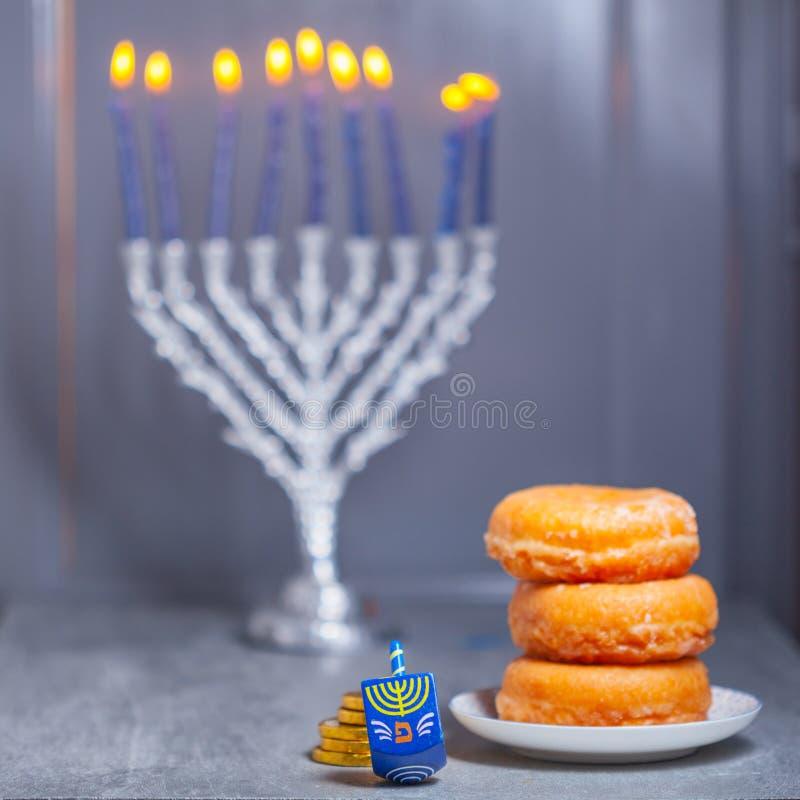 Los símbolos religiosos del día de fiesta judío Jánuca imágenes de archivo libres de regalías