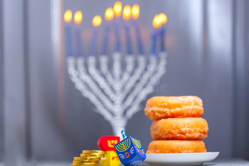 Los símbolos religiosos del día de fiesta judío Jánuca fotografía de archivo libre de regalías