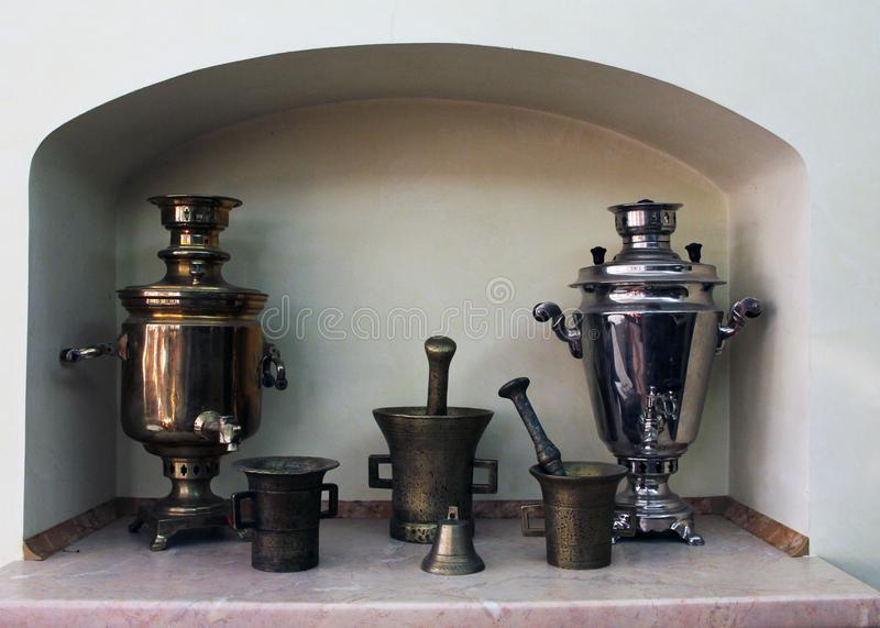 Los samovares viejos foto de archivo