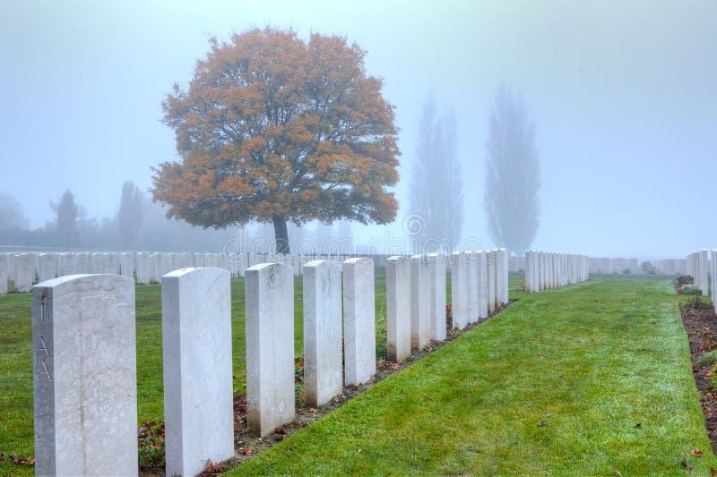 Los sepulcros de los soldados de WWI en Tyne Cot, Flandes colocan imagen de archivo libre de regalías