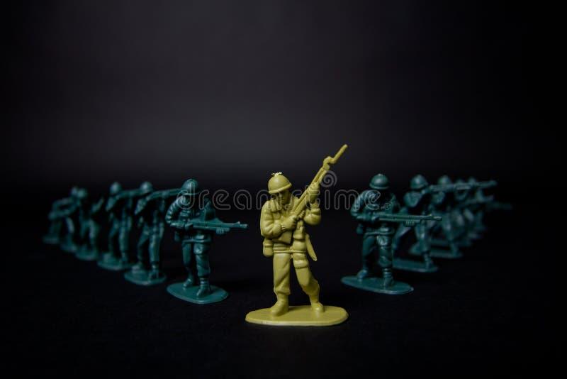 Los soldados de juguete del alto contraste se cierran para arriba fotografía de archivo libre de regalías