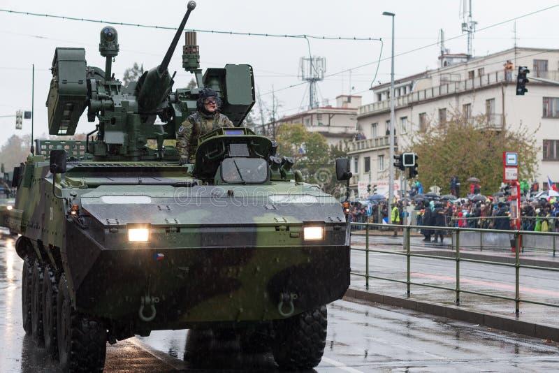 Los soldados del ejército checo están montando el vehículo de lucha rodado Pandur CZ de la infantería fotografía de archivo libre de regalías