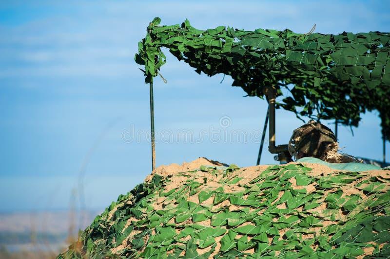 Los soldados rusos de las fuerzas especiales con el arma participan en maniobra militar fotografía de archivo libre de regalías