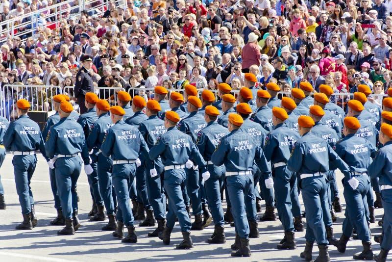 Los soldados rusos marchan en el desfile en Victory Day anual, mayo, fotos de archivo libres de regalías