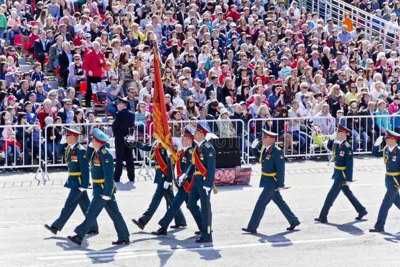 Los soldados rusos marchan en el desfile en Victory Day anual, mayo, imágenes de archivo libres de regalías