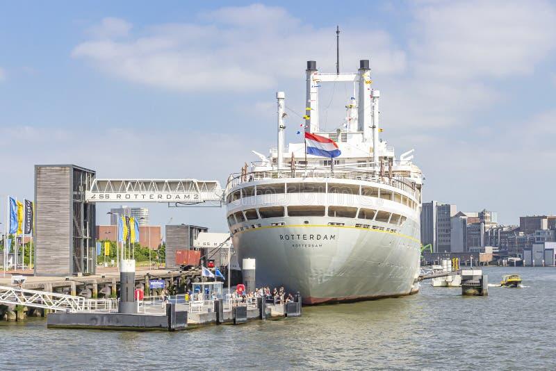 Los SS Rotterdam en su ubicación permanente en el muelle de Katendrecht en Rotterdam con las diversas elevaciones y rampas para s imagen de archivo libre de regalías