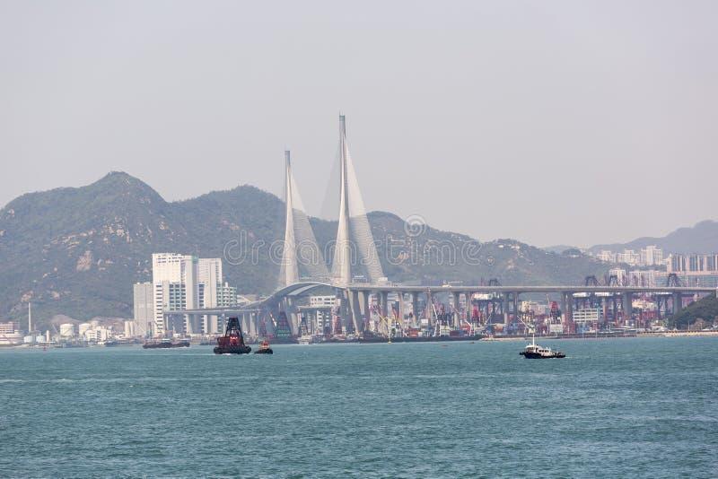 Los Stonecutters tienden un puente sobre en Hong Kong fotografía de archivo libre de regalías